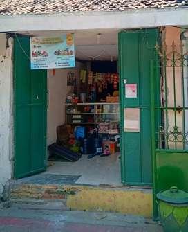 Dijual cepat rumah toko di setro dekat pasar ,sekolahan