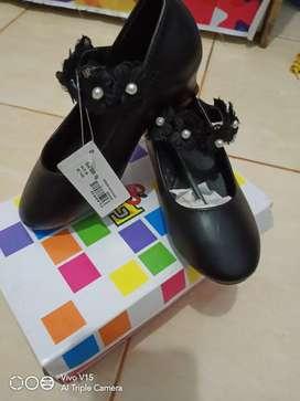 Sepatu pesta anak
