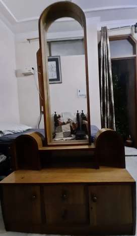 Dressing/Vanity table