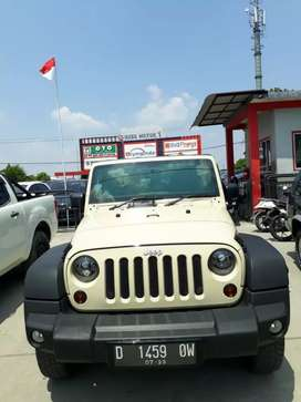 Jeep wrangler 2011 Anniversary 70th unlimited bensin matic. KM 50rb