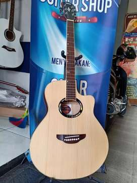 Gitar akustik mendesak