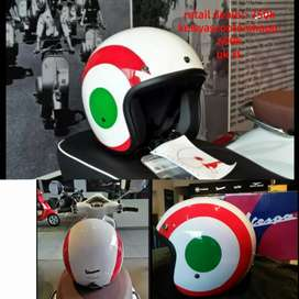 Helm vespa warna putih italian
