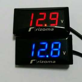 Voltmeter Rizoma waterproff LED digital Merk RIZOMA