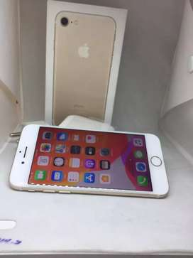 APPLE IPHONE  32GB GOLD AND ROSE GOLD