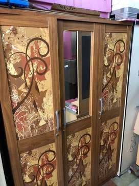 Lemari Baju / Lemari Pakaian 3 Pintu Warna Coklat Kaca Setengah