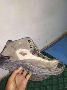 Sepatu outdoor merk hi-tech