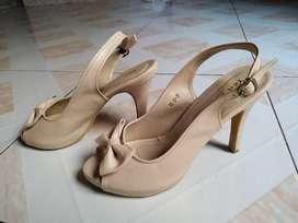 Peep toe high heels cream