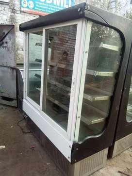 Display counter standing fridge fridge available