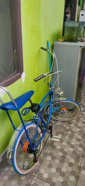 Sepeda lawrider