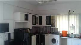 Fully furnished Studio Apt; near Convent jn Market rod for Couples/Emp