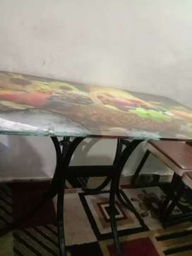 Stylish dinning table available in good condition