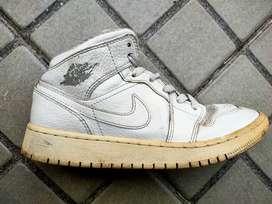 sepatu NIKE AIR JORDAN retro mid 1  size 37