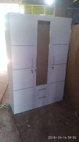 Lemari pakaian pintu 3 plus laci warna putih COD