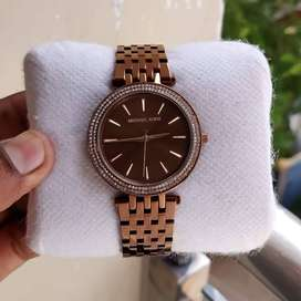 Branded Stylish Watch At Discounted Price