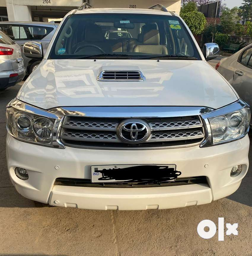 White Toyota Fortuner 2011 excellent condition