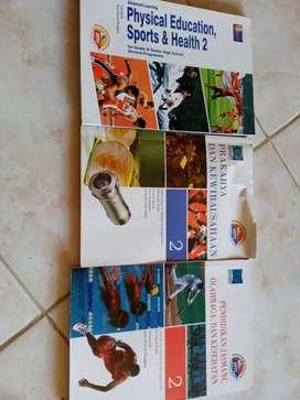 Dijual buku pelajaran 2 buku olahraga dan 1 buku prakarya