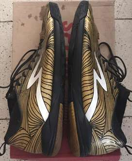Sepatu Futsal Specs Barricada Ultra In Le Gold Black Limited Edition