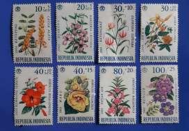 Perangko lama seri bunga-bunga.