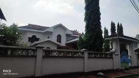 20 cent 5000 sqft  posh house at edapally main road church near
