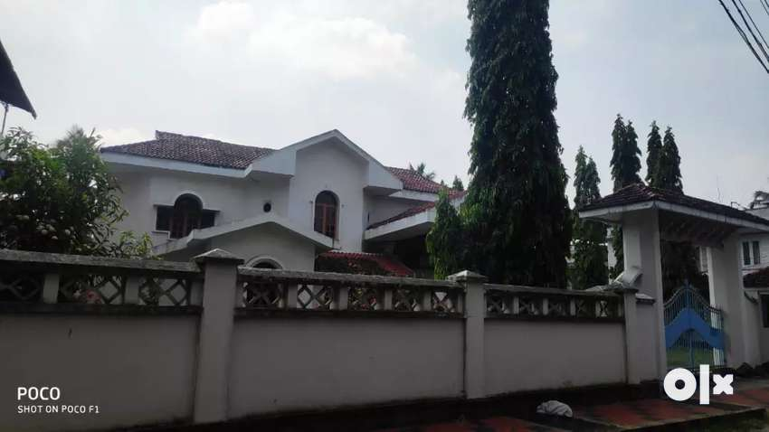 20 cent 5000 sqft  posh house at edapally main road church near 0