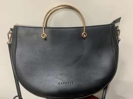 Original caprese handbag in black colour