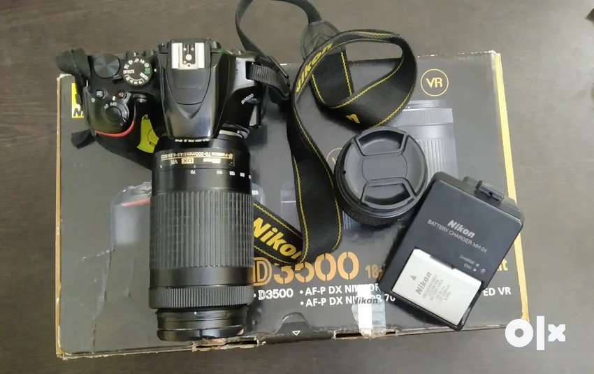 Nikon 3500 camera for sale with original battery and box