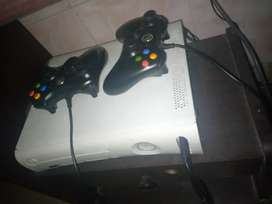 Xbox360 with two controllars 10 games install