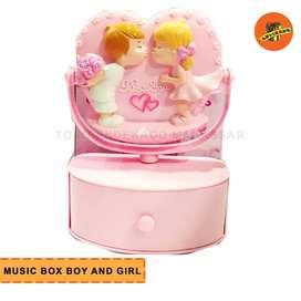 MUSIC BOX BOY AND GIRL- Kotak Musik Hadiah