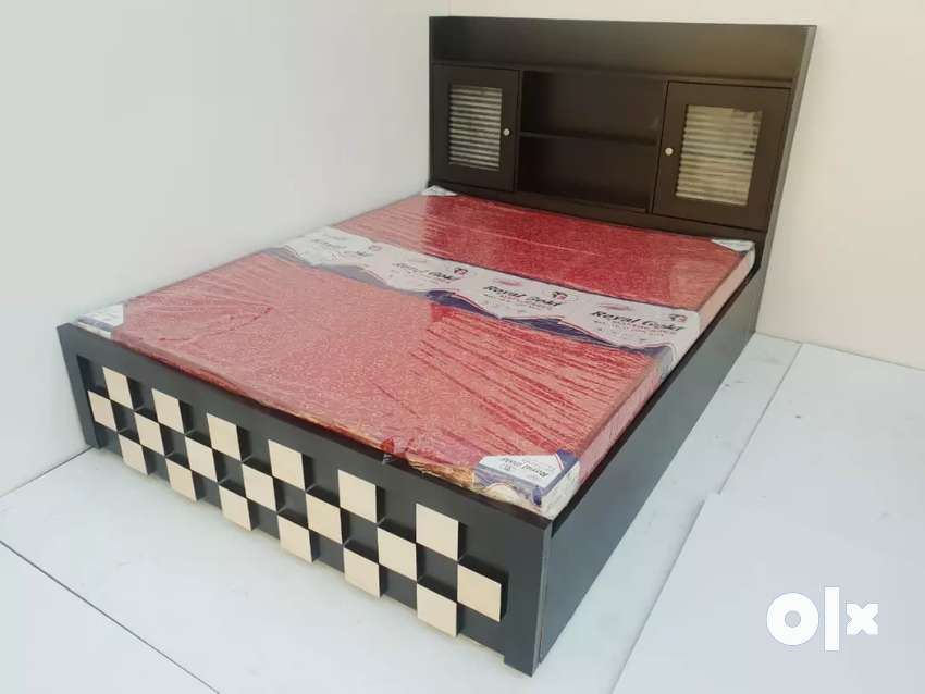 6x5 wooden Bed with storage 0