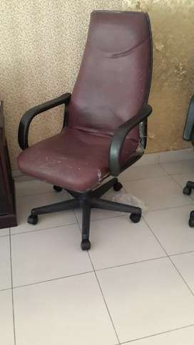 Kursi meja kantor