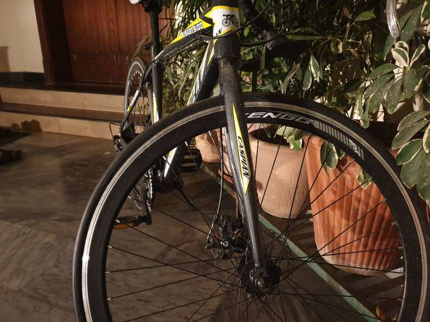 One day used Caspian Racing Road Bicycle 0