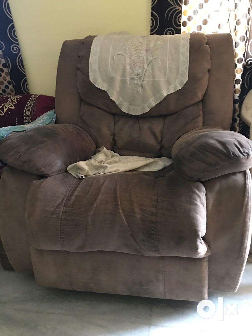 3seater sofa with 2 rocking and revolving 360 degrees recliners. 0
