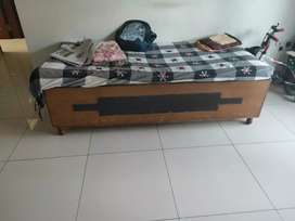 Diwan with storage