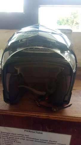 Dijual helm ink warna hitam type ada kaca dalamnya