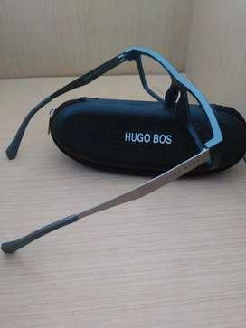 Frame Kacamata Hugo Boss Dibagian Tangkainya Bahan Besi Warna Abu Abu
