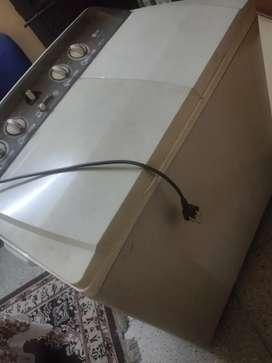 LG WP-12111 Semi Automatic Washing Machine