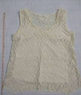 Cream lace sleeveless top with slip - Medium size