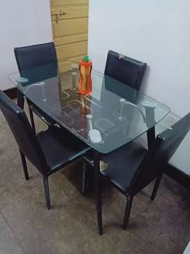 Dinning table very good condition