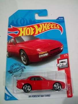 Hot Wheels 89 Porsche 944 turbo