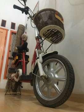 Sepeda listrik merk SELIS, tipe BUTTERFLY