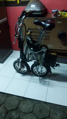 sepeda listrik lipat