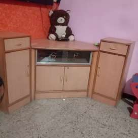 Corner table in good condition