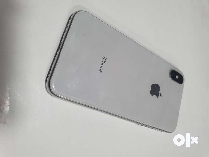 Apple iPhone X 64GB Silver Color Excellent Condition With Box