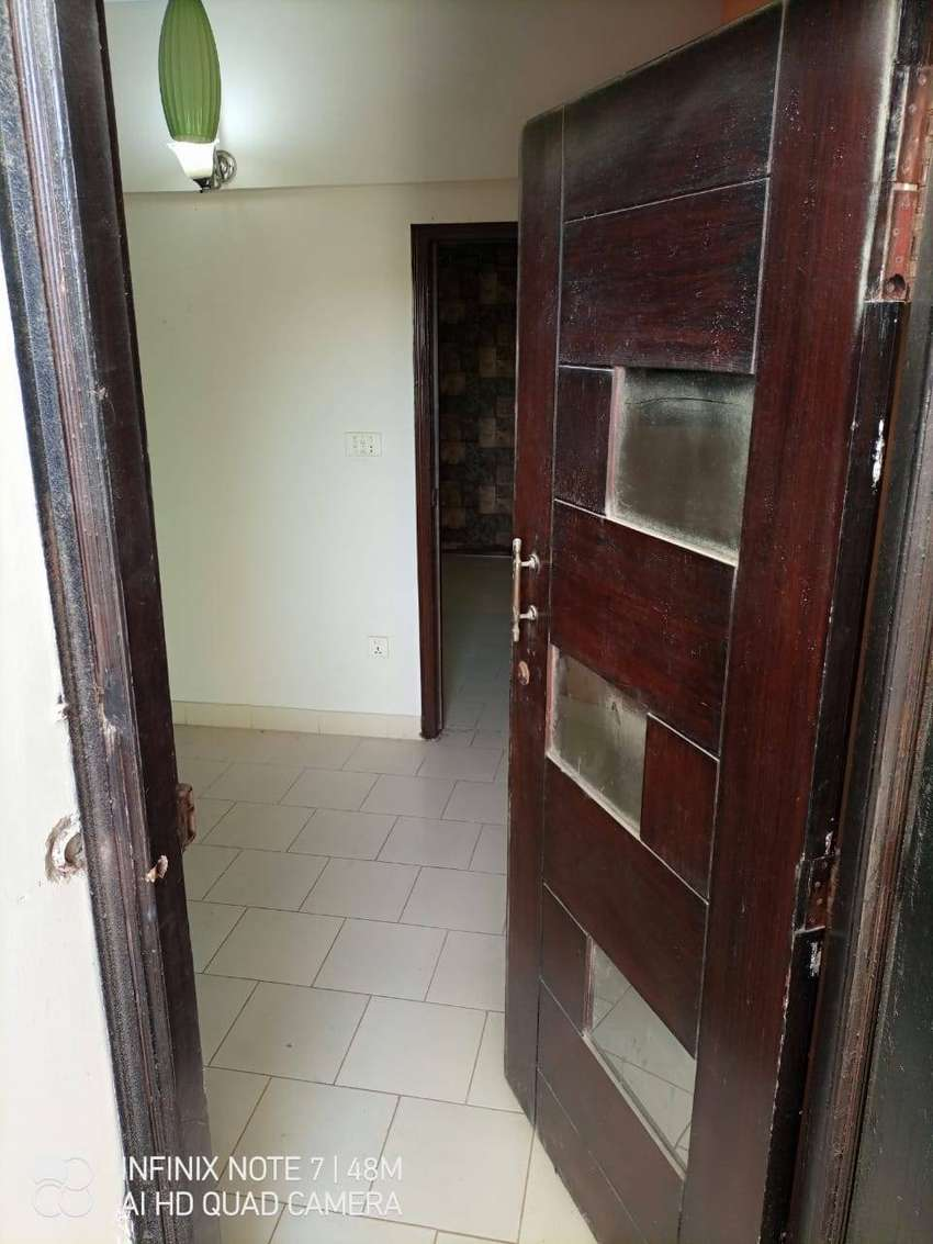 Studio flat 2 bed for sale on 2nd floor Muslim commercial street 1 0