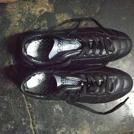SF II Football shoes/sturds, Size 6
