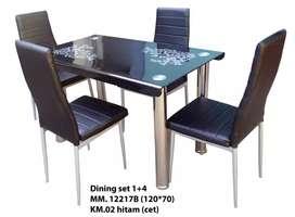 Meja makan kaca hitam