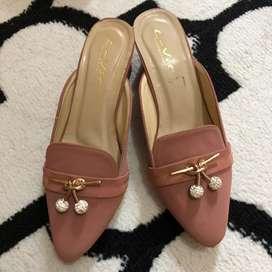 Hels sepatu pink