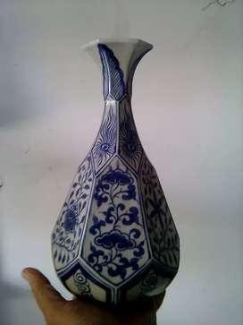 Vas bunga biru putih. Cina Kuno