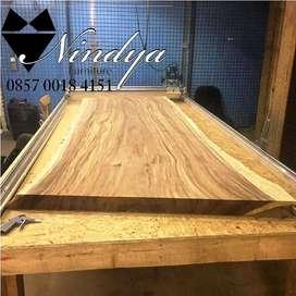 meja serambi kayu suar Nindya Furniture Trembei Jepara