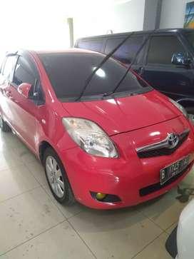 Toyota Yaris J metic warna merah 2010